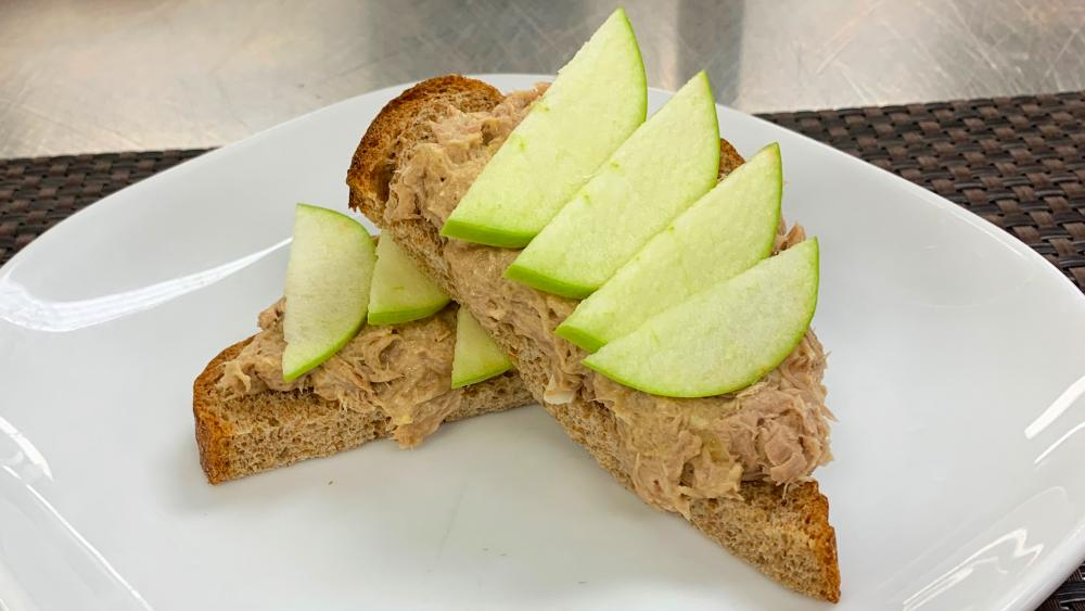Image for post: Healthy Recipe: Open-Faced Tuna Salad Sandwich With Sliced Apple